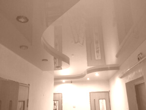 Многоуровневые глянцевые натяжные потолки в доме